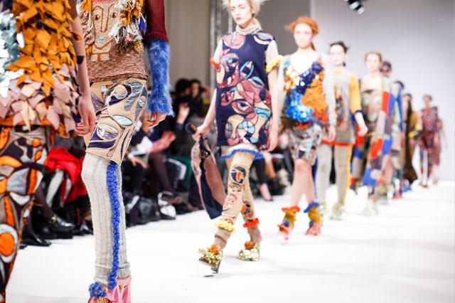 色と生活の関わりをファッションの流行から考える